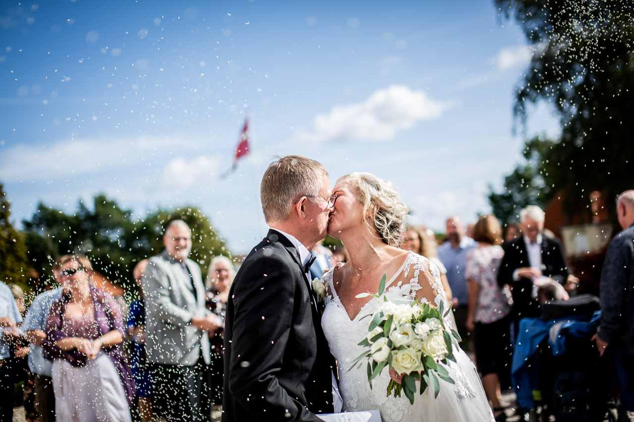 personlighed og store overblik, skaber jeg de perfekte rammer for jeres bryllupsbilleder